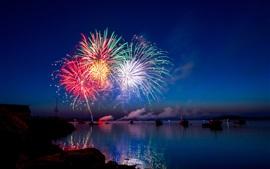 Feux d'artifice, étincelles, nuit, rivière, bateaux, vacances