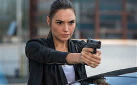 Preview wallpaper Gal Gadot, Keeping Up with the Joneses
