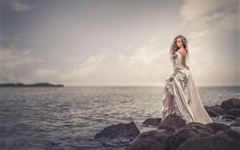 Vorschau des Hintergrundbilder Mädchen Rückansicht, Steine, Meer