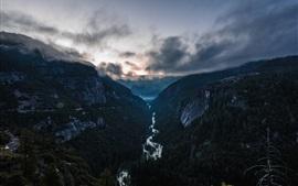 Montagnes, rivière, brouillard, nuages, forêt, crépuscule