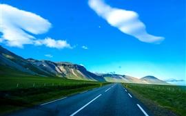 Camino, montañas, cielo azul, nubes blancas