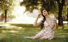 悲しみの少女、スカート、草、夏