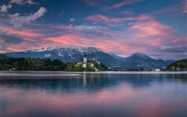 Eslovenia, Lago de Bled, Los Alpes Julianos, isla, iglesia, montañas, atardecer
