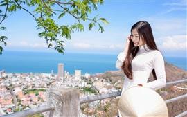 Vorschau des Hintergrundbilder Lächeln asiatischen Mädchen, Haare, weißes Kleid, zu Fuß