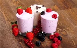 Три чашки мороженого, ягоды, десерт