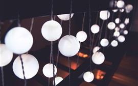 Luzes de bolas brancas