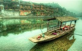 Aperçu fond d'écran Chine, village, rivière, maisons, bateau, brouillard, matin