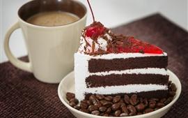 Bolo de chocolate, grãos de café, copo