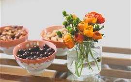 Vaso, flores de laranja, tigelas, nozes