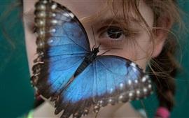 Asas azuis, borboleta, olhos de menina