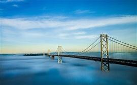 Мост, туман, голубое небо