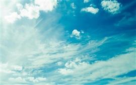 Облачное небо, синее