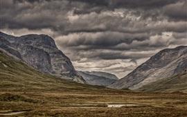 Cielo nublado, montañas, hierba, pendiente, paisaje de naturaleza