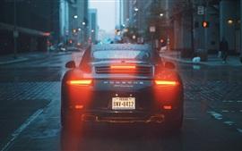 Porsche 911 Carrera superdeportivo vista posterior, gotas de agua, ciudad, carretera