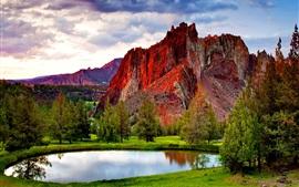 Красные горные породы, деревья, озеро, трава, облака
