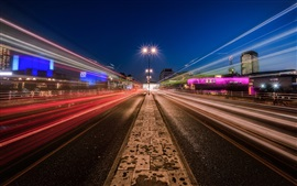 Estrada, linhas de luz, noite, Londres, Inglaterra