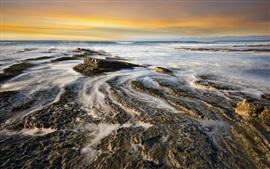 壁紙のプレビュー 海、岩、夕暮れ