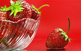 Preview wallpaper Strawberry, red background