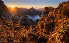 Australia, lago Oberon, isla de Tasmania, montañas, amanecer