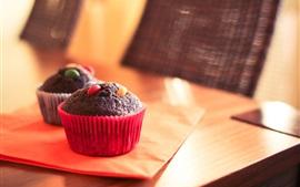 Chocolate cupcakes, table
