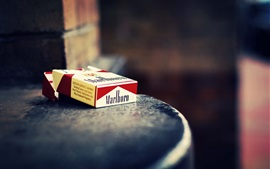 Preview wallpaper Cigarette box