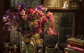 Цветы, очки, песочные часы, бинокль, книги, лампа, окно