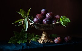 Preview wallpaper Fresh plums, fruit, water drops