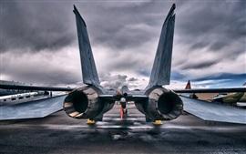 Vista posterior do avião a jato