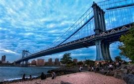 Manhattan, Nova York, ponte, rio, pessoas, crepúsculo, nuvens, céu azul, EUA