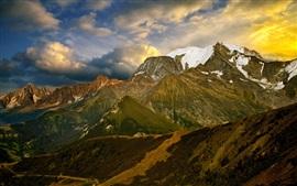 Montanhas, nuvens, neve, anoitecer
