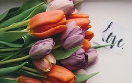 Оранжевые и фиолетовые тюльпаны, букет