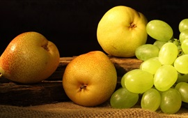 Preview wallpaper Pear and grapes