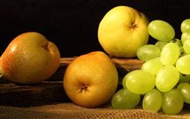Pera y uvas