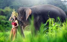 Falda roja, niña asiática, y, elefante