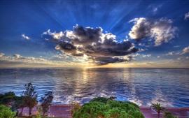 Море, берег, облака, солнечные лучи, сумерки