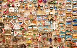 Souvenirs pendurados na parede, belas obras de arte