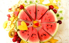 Fatia de melancia, banana, manga, fruta