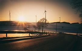 Molinos de viento, camino, ocaso