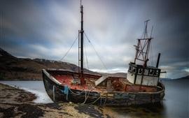 Navio quebrado, mar, costa