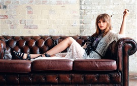 Preview wallpaper Gabrielle Aplin 04