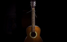 Гитара, черный фон