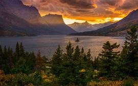 Озеро, горы, деревья, красные облака, закат