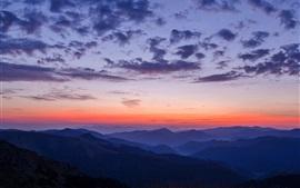 Montagnes, ciel, nuages, coucher de soleil, paysage de la nature