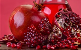 Гранат, спелые фрукты