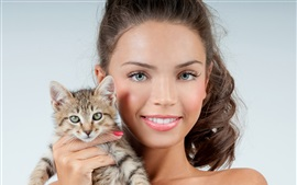 Aperçu fond d'écran Sourire fille et chaton