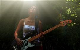 Mujer, juego, guitarra, rayos de luz