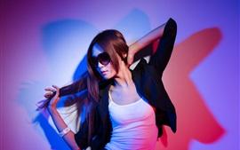 Chica asiática, gafas, chaqueta