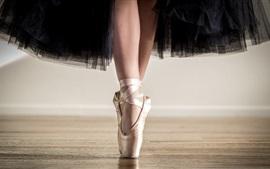 Bailarina, saia preta, sapatos, pés, dança