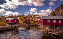 Норвегия, залив, красные деревянные дома, вода, облака