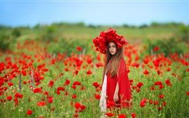 Campo de flores de papoula vermelha, criança, coroa de flores